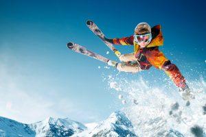 Buyers_guide_skis_man_skiing_air