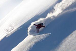 freeride-snowboarder-girl-riding-offtrail-fresh