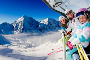Family_chairlift_dates_holiday_mountain_view